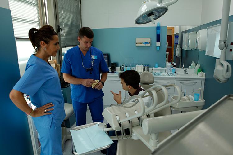 Professionals and clinics dental medical group - Clinica dental castellana ...